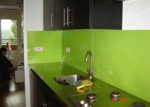 Gekleurde glazen keuken