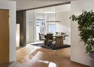 Optimaal ruimte gebruik door glazen wanden en deuren