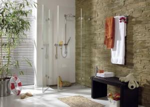 Een glazen douchecabine maakt uw badkamer licht en luxe